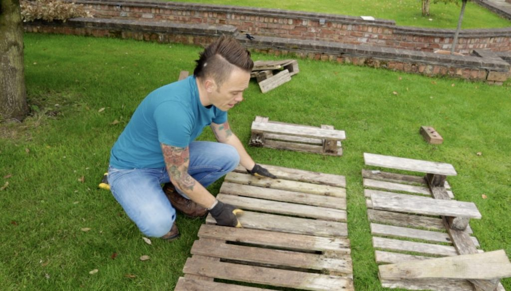 How to use pallets for a bug hotel