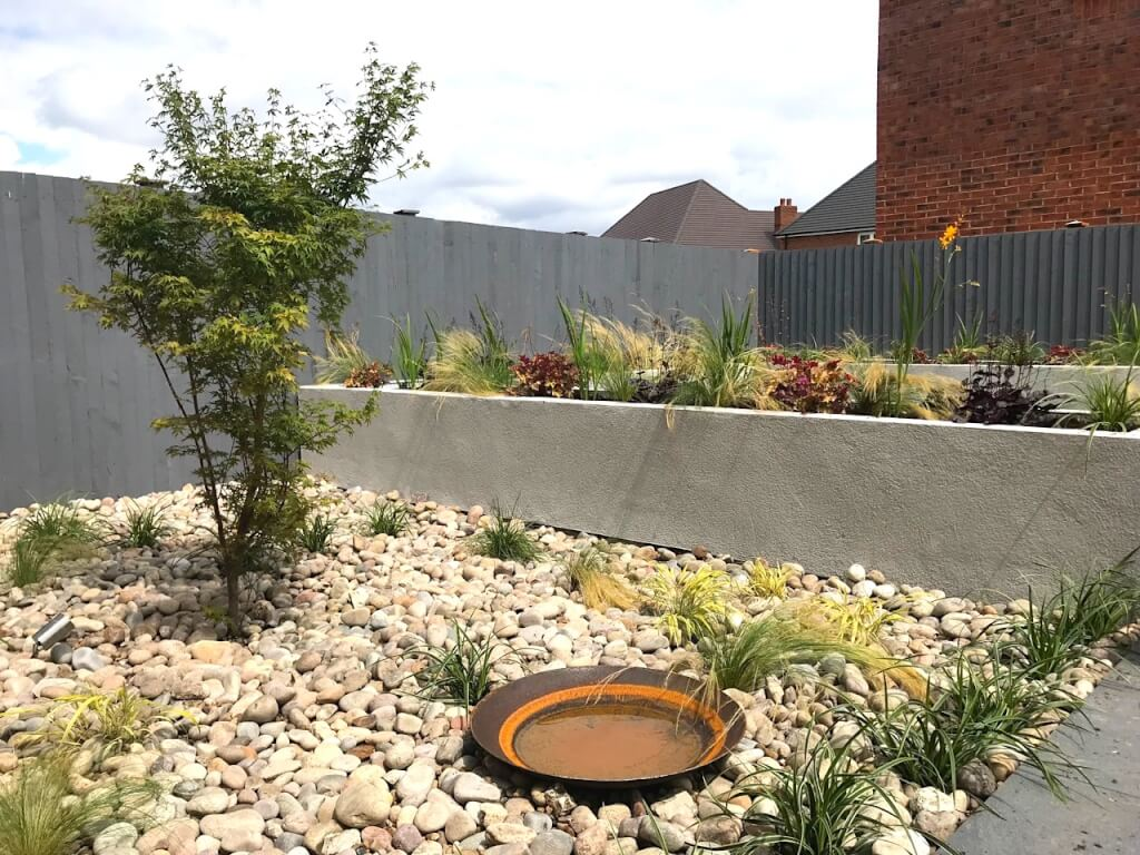 A modernist garden design by Garden Ninja with Corten steel water bowl