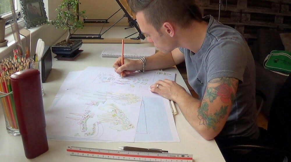 Garden Blogger Lee Burkhill hand drawing a garden design