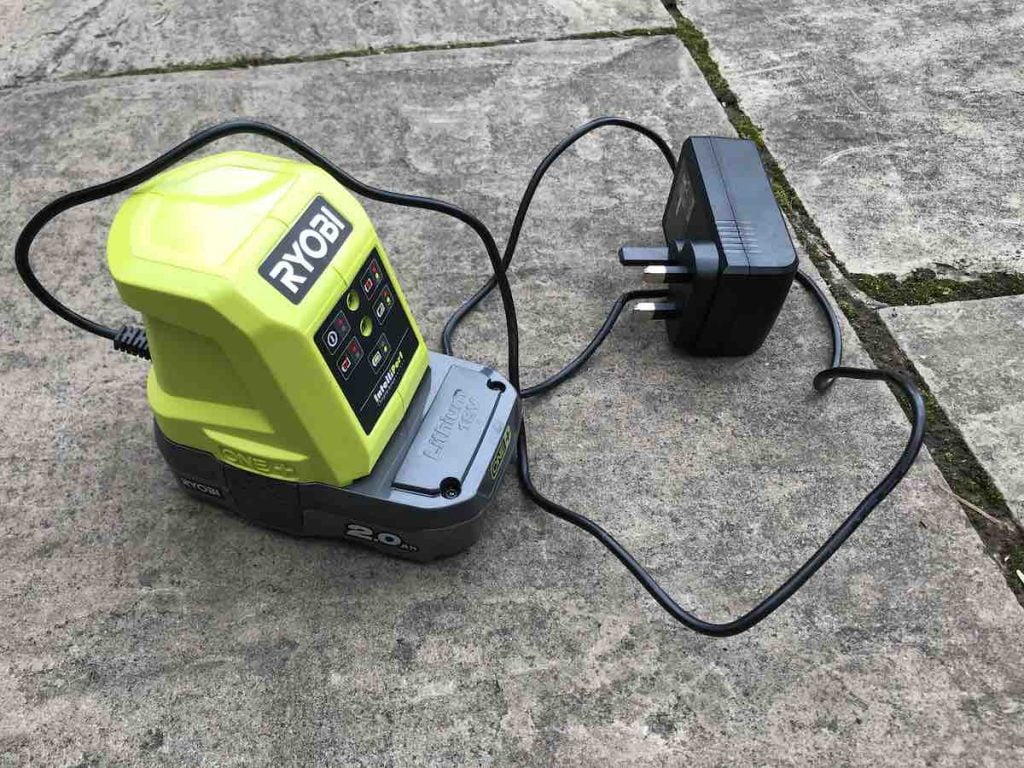 Ryobi Cordless Hedge trimmer OHT1855R ONE+ Review - Garden
